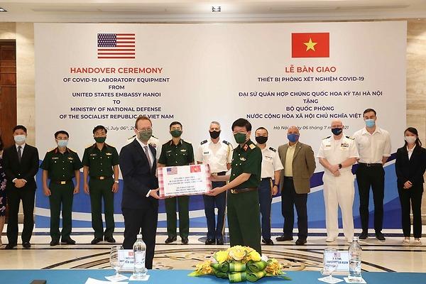 Hoa Kỳ hỗ trợ thiết bị xét nghiệm COVID-19 cho Việt Nam